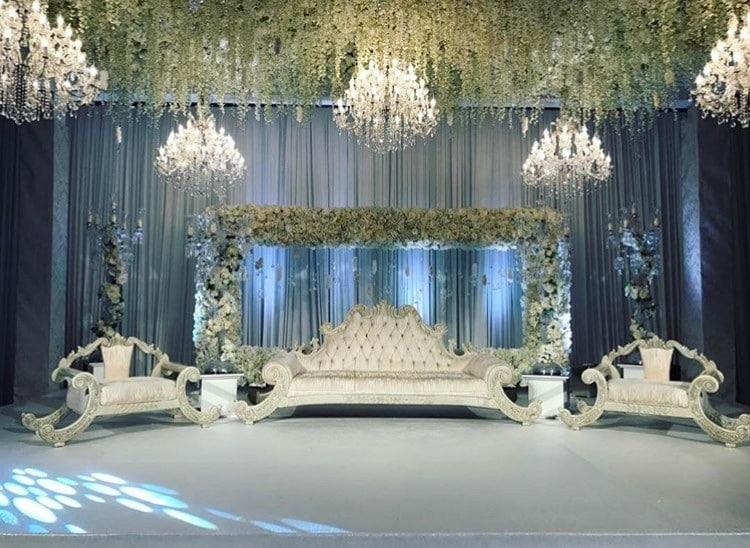 luxuri se asiatische hochzeit mit kronleuchtern und blumen. Black Bedroom Furniture Sets. Home Design Ideas